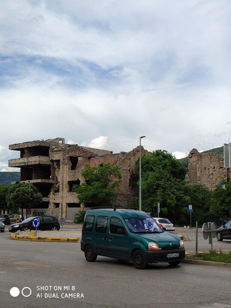 Kaputtes Gebäude in Mostar, Bosnien und Herzegowina.