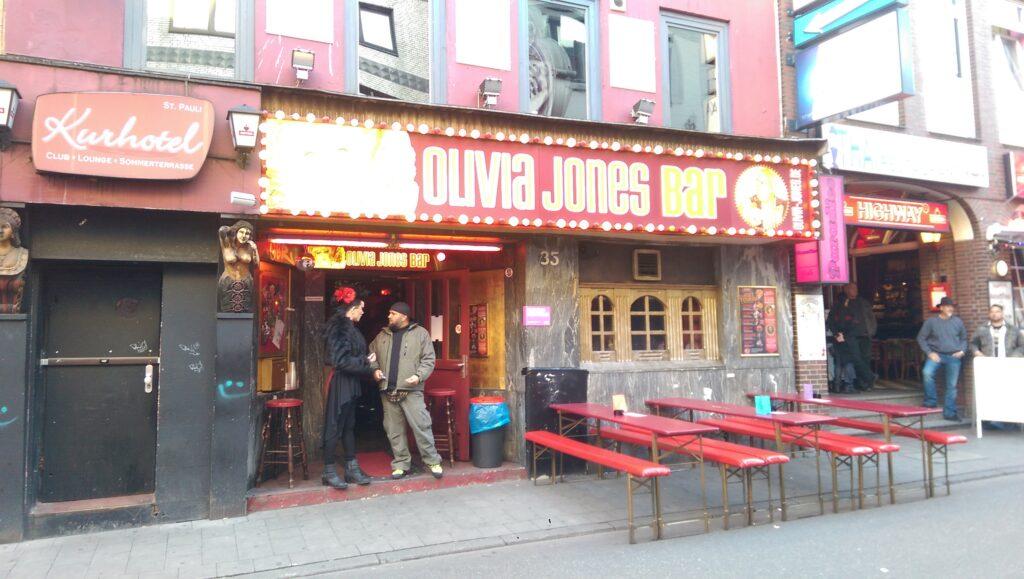 Die Olivia Jones Bar in Hamburg auf der Reeperbahn.