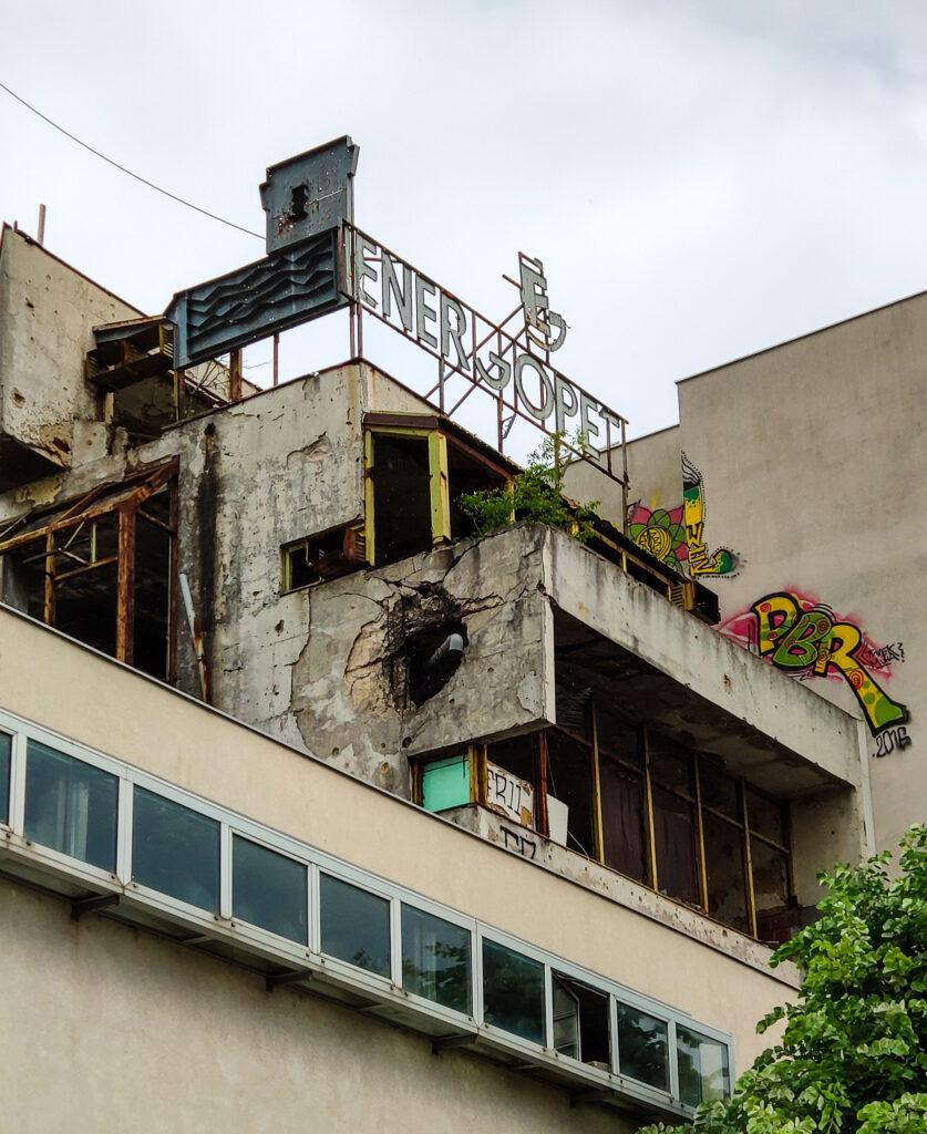 Zerstörtes Gebäude in Mostar, Bosnien und Herzegowina.