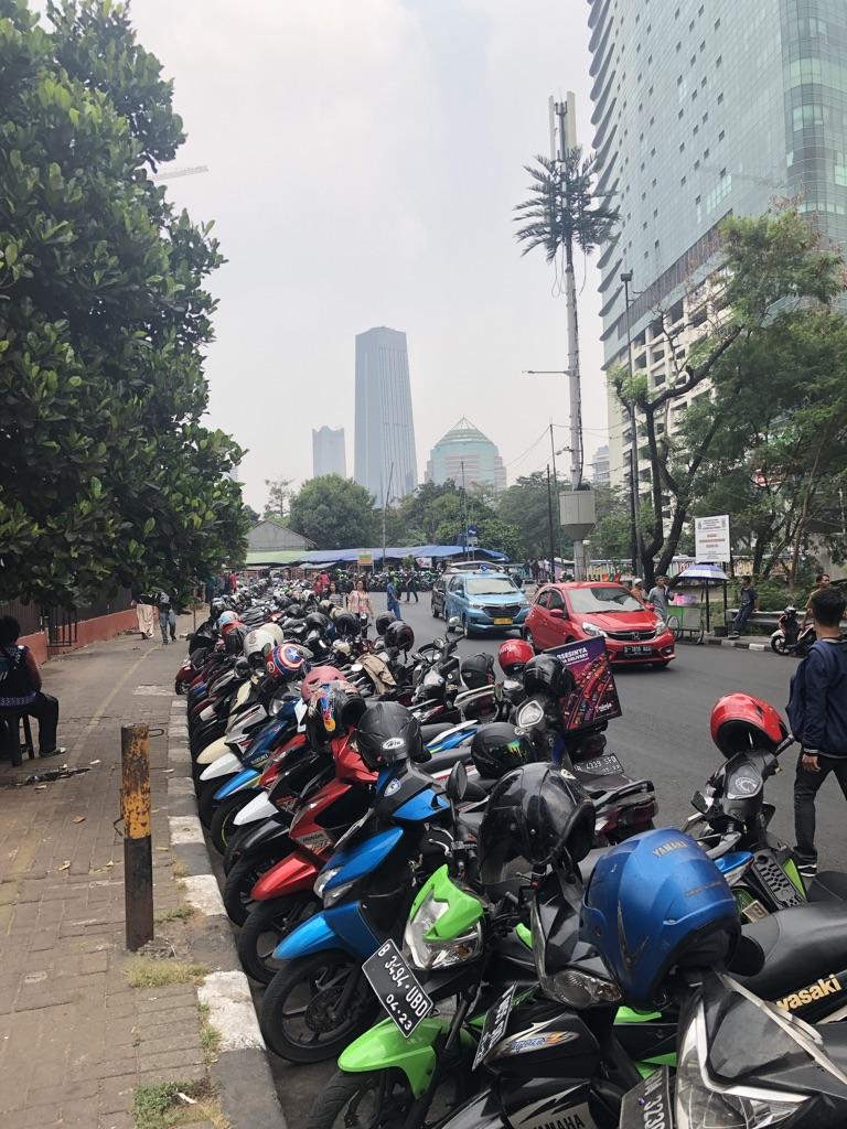 Der Verkehr in Jakarta, Indonesien.